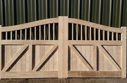 Accoya gates with curved head back
