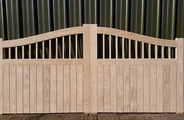 Accoya gates with curved head front
